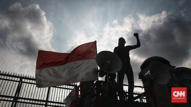 Proses hukum 27 warga Wawonii, Sultra, terus berlanjut. Sementara izin usaha pertambangan PT Gema Kreasi Perdana (GKP) diduga bermasalah.
