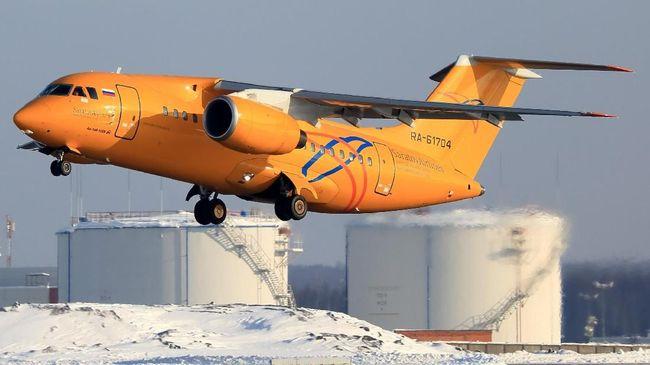 Sebanyak 71 orang dipastikan tewas dalam kecelakaan pesawat yang baru saja lepas landas dari bandara dekat Moskow, Rusia, pada Minggu (11/2).