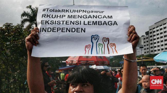 Pasal 281 dalam RKHUP, menurut Koalisi Pemantau Peradilan (KPP), berpotensi digunakan untuk mengkriminalisasi pihak yang mengkritik kinerja peradilan.