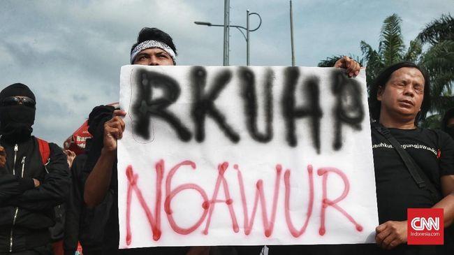 Koalisi Masyarakat Sipil meminta pengesahan RKUHP ditunda karena masih memuat pasal penghinaan dan penodaan agama karena multitafsir.