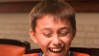 <p>Lionel happy banget, lagi ngetawain apa sih? (Foto: Instagram/liodiegosabrina)</p>
