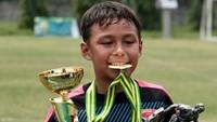 <p>Diego juga berprestasi lho dalam bidang sepakbola. (Foto: Instagram/liodiegosabrina)</p>