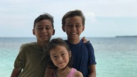 <p>Kompak selalu ya Lionel, Diego, dan Sabrina. (Foto: Instagram/liodiegosabrina)</p>