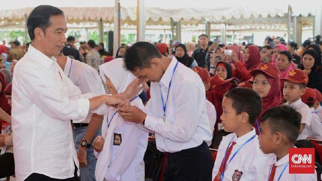 Presiden Joko Widodo menegaskan kementerian dan lembaga agar berfokus mengembangkan kapasitas sumber daya manusia dalam menyusun Rancangan APBN 2019.