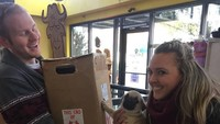 <p>Mereka berdua juga membawa kotak embrionya ke toko hewan peliharaan. (Foto: Facebook/ Mickey D Clark)</p>