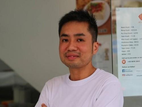Pria Ini Tinggalkan Profesi Bergaji Rp 135 Juta Demi Bantu Ibu Jualan Kue