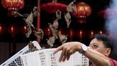 Sejumlah kawasan di Asia menyambut Imlek dengan pesta sekaligus doa, agar Tahun Anjing Tanah membawa keberkahan.