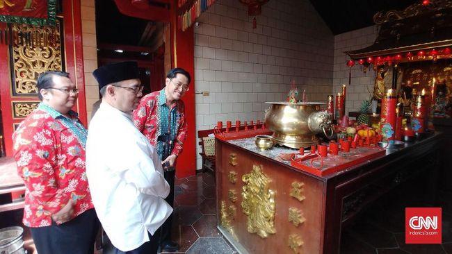 Rayakan Imlek, Sudirman Said Ikut Menyalakan Lilin di Altar