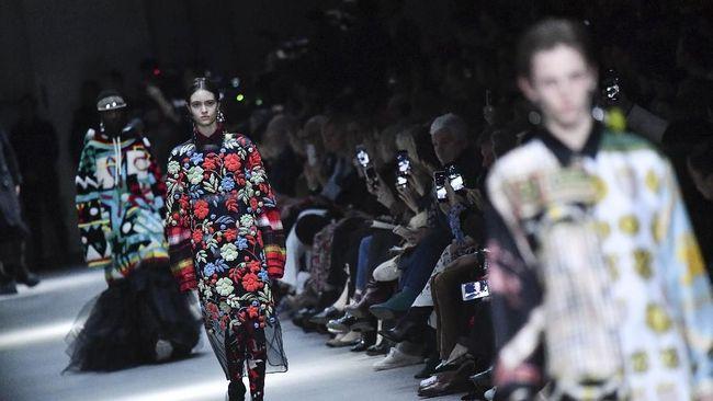 Aksi unjuk rasa mewarnai gelaran London Fashion Week 2019. Mereka menuntut industri fesyen yang berkelanjutan dan ramah lingkungan.