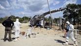 Warga Meksiko mesti kembali dirundung duka mendalam setelah dilanda gempa, menyusul kecelakaan helikopter Mendagri yang menewaskan 13 orang.