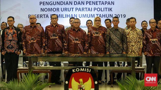KPU meloloskan 14 partai politik peserta Pemilu 2019. Masing-masing petinggi partai mengambil nomor urut sesuai antrian yang telah ditentukan.