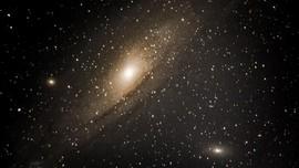 Teleskop Hubble Tangkap Dua Titik Galaksi Saat Bertabrakan