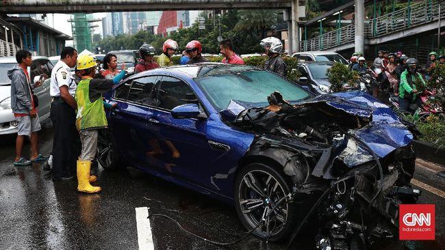 Dana santunan korban kecelakaan lalu lintas itu dikeluarkan Jasa Raharja yang memprediksi pengeluaran dana pada tahun ini bakal lebih tinggi dari tahun lalu.