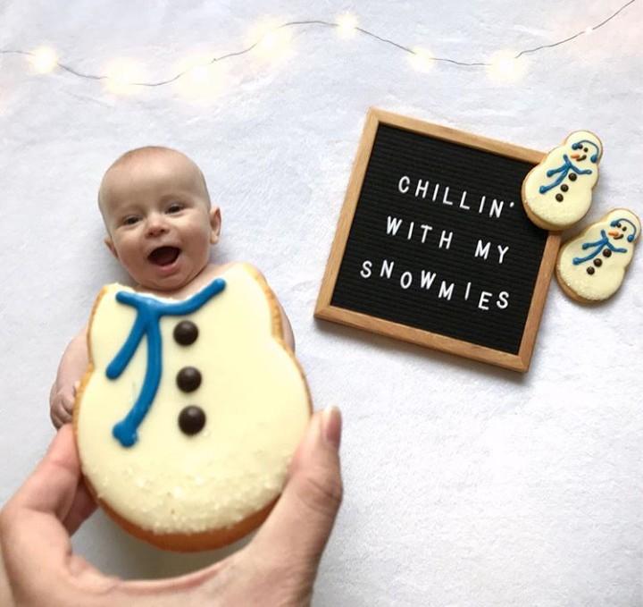 Ibu yang satu ini kreatif banget deh. Hal-hal yang berkaitan dengan makanan bisa jadi properti foto yang oke punya.