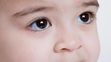Usaha Ayah Keluarkan Makaroni yang 'Nyangkut' di Hidung Anaknya
