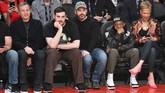 Sejumlah artis ternama menikmati jalannya NBA All Star 2018 yang berlangsung di Staples Center, Los Angeles, Minggu (18/2).