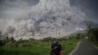 Gunung Sinabung Kembali Erupsi, Status Tetap Siaga
