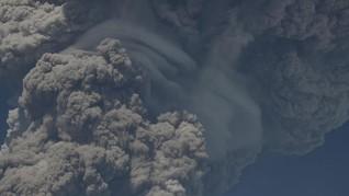 Abu Vulkanik Erupsi Gunung Sinabung Bisa Sebabkan ISPA