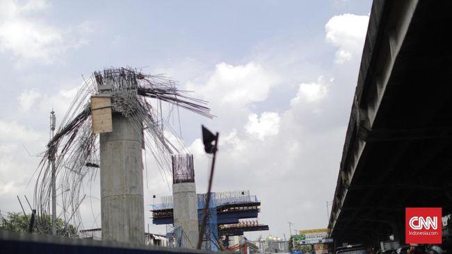 Pemerintah akan memberikan sanksi kepada Penanggung Jawab proyek pembangunan infrastruktur layang (elevated) yang bermasalah.