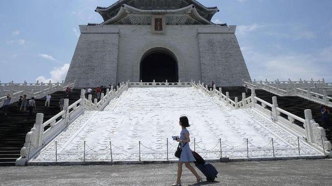 China akan berhenti mengeluarkan izin perjalanan individual bagi warganya yang hendak berpelesir ke Taiwan mulai 1 Agustus mendatang.