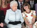 Ratu Elizabeth Tak Lagi Pakai Busana dengan Bulu Hewan Asli