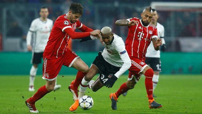 Pelatih Bayern Munchen Jupp Henyckes mengakui Arturo Vidal mengalami cedera dan harus menjalani operasi kecil demi penyembuhan lututnya.