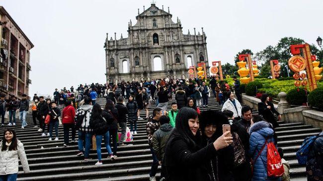 Perpaduan arsitektur China dan Portugis bisa dengan mudah ditemukan di Makau, kota judi terbesar di Asia.