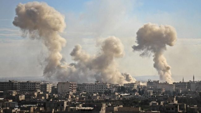 Rusia mengecam keras serangan udara yang disetujui Presiden AS, Joe Biden, yang menargetkan basis milisi pro-Iran di Suriah.