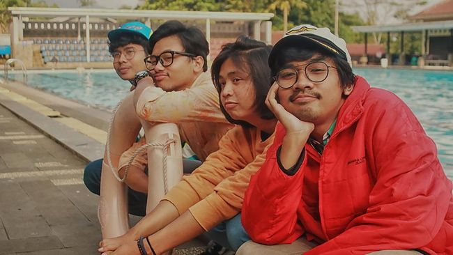 The Panturas merilis video musik 'Fisherman's Slut,' dua tahun setelah lagunya dirilis. Konsep video yang unik membuat pengerjaannya lama.