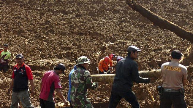 Sebanyak lima penambang emas ilegal tewas tertimbun longsor dan satu penambang lain masih hilang dalam musibah di Desa Bakan, Sulawesi Utara, pada Minggu (3/6).