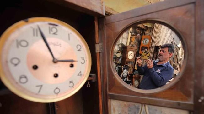 Pada galeri foto unik pilihan CNNIndonesia.com pekan ini, ada kisah gadis kecil di Kosovo dan seorang tukang jam antik di kota Bagdad, Irak.