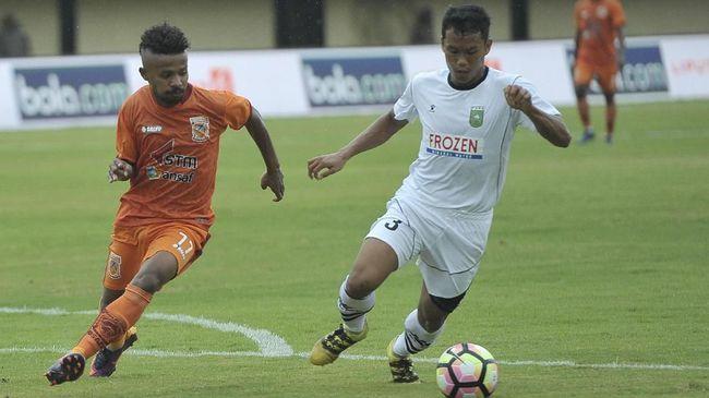 Pengamat sepak bola nasional Mohamad Kusnaeni berharap aturan soal investor asing di klub Indonesia diperjelas.