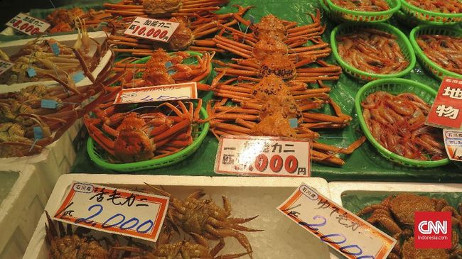 Hasil laut di Jepang biasanya diperoleh di pasar-pasar yang berada dekat dengan pelabuhan, salah satunya adalah pasar Omicho.