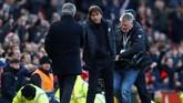 Manchester United mengalahkan Chelsea 2-1 pada lanjutan Liga Primer Inggris di Stadion Old Trafford, Minggu (25/2), lewat gol sundulan Jesse Lingard.