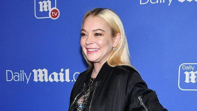 Lindsay Lohan disebut menyukai rapper Tyga dan tak sungkan mengirim pesan pribadi dan godaan secara langsung melalui 'direct message' Instagram.