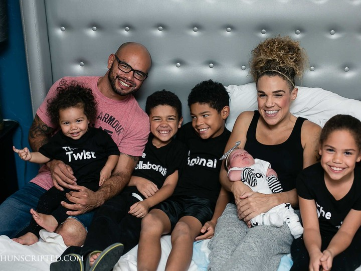 <p>Happy family! (Foto: Unscripted Birth)</p>