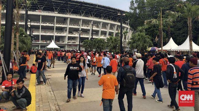 Pendukung klub Persija Jakarta berjanji menjaga Stadion Utama Gelora Bung Karno (SUGBK) pada laga Piala AFC menghadapi Tampines Rovers, Rabu (28/2).