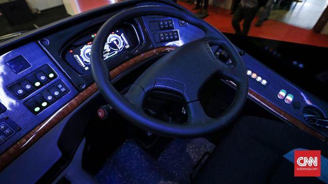 Bus listrik itu merupakan produk hasil kolaborasi grup Bakrie dengan pengembang teknologi listrik asal China, BYD Auto.