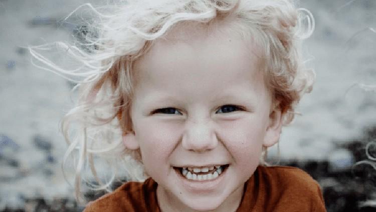 Kisah tragis ini memberi pelajaran penting bagi para orang tua untuk lebih berhati-hati saat menemani anaknya bermain.