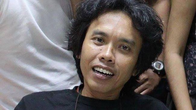 Wartawan senior dan penulis Rusdi Mathari telah meninggal dunia, Jumat (2/3). Rusdi dimakamkan di TPU Srengseng Sawah, Jakarta.
