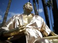 Harvey Weinstein 'Hadiri' Oscar Kenakan Jubah Mandi