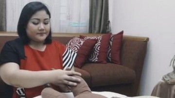 Video: Tutorial Pijat Kaki Bayi yang Bisa Dilakukan di Rumah