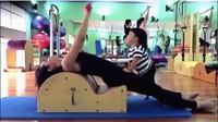 <p>Saat ibunya sibuk pilates, Kawa akan sibuk mengeksplorasi tempat pilatesnya. (Foto: Instagram @andienaisyah)</p>