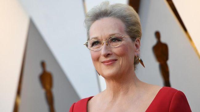 Aktris Meryl Streep menyanyikan lagu dengan gaya rap tentang mantan ibu negara AS, Michelle Obama, dalam lagu tema film komedi musikal bertajuk The Prom.