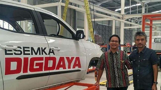 Tim pemenangan Joko Widodo mengklaim hingga saat ini program mobil Esemka masih berjalan.