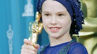 <p>Meski tak punya pengalaman profesional dalam akting, Anna Paquin yang berusia 11 tahun berhasil memenangkan piala Oscar. (Foto: Instagram @missannapaquin)</p>