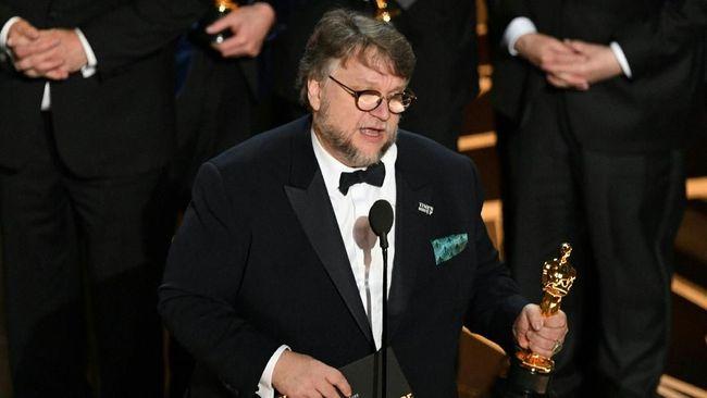 'The Shape of Water' menang besar di Oscar 2018. Film itu berhasil mendapat Piala Oscar untuk Film Terbaik dan Sutradara Terbaik.