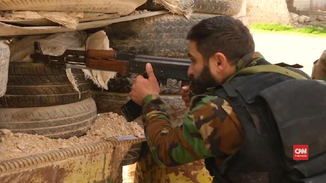 Kelompok teroris ISIS dilaporkan melakukan serangan terhadap pasukan koalisi yang disokong Amerika Serikat di provinsi Deir Ezzor, di timur Suriah