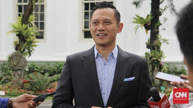 Agus Harimurti Yudhoyono menyatakan hanya memenuhi janji akan mampir ke kedai Markobar milik Gibran putra Jokowi jika bertandang ke Surakarta.