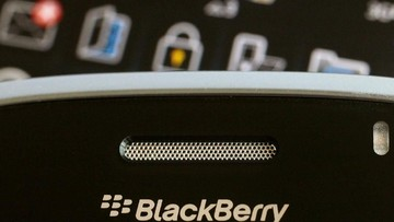 FILE PHOTO: A Blackberry smartphone is displayed in this August 12, 2010 illustration photo. REUTERS/Bobby Yip/File Photo